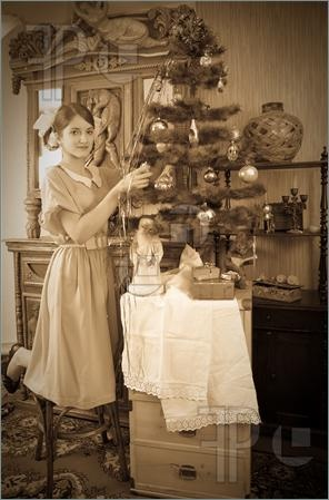 LOVE the Antique Feather Christmas tree