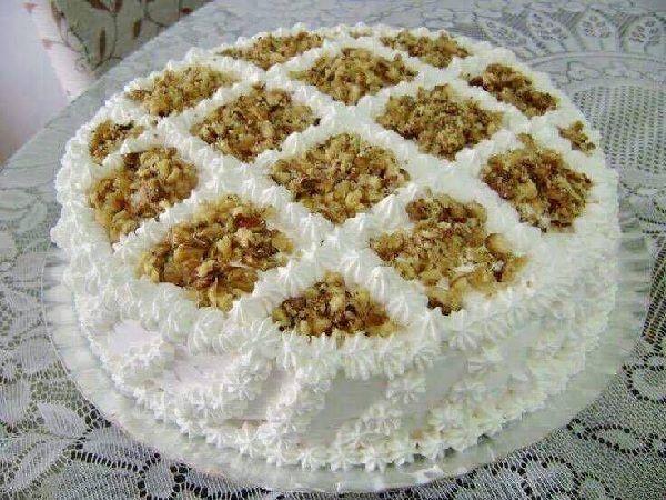 O Bolo Mousse de Nozes é uma receita fácil, deliciosa e especial da Isamara Amâncio. Faça para as comemorações entre familiares e amigos e surpreenda a tod