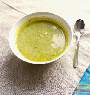 Pour 2 personnes: - 1 petit brocoli - 1 poireau - 1 courgette, sel poivre curry a la convenance - 1/2 cube de bouillon de légumes - 4 cuillères à soupe de crème fraîche ...