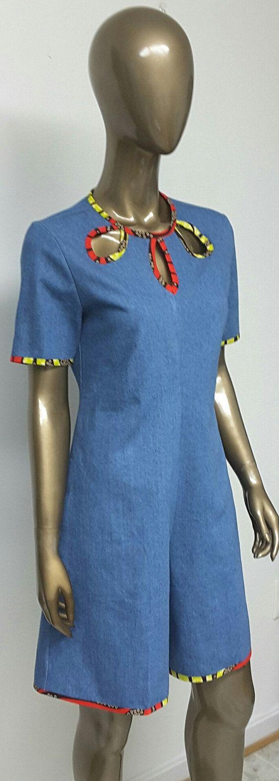 Il s'agit d'un pantdress Denim imprimé africain avec des poches intérieures. INCLUS : • Un Pantdress - salopette DÉTAILS : • Impression africaine. • Conseils d'entretien : nettoyage à sec préféré. Lavage à froid. Visitez ma boutique : https://www.etsy.com/shop/NanayahStudio TAILLES DE ROBE * US 2 – 33 buste - taille 24 pouces - hanches 34-35 pouces * US 4--34 buste - taille 25 pouces - hanches 36-37 pouces * US 6--35 buste - taille 26 pouces - hanches 38 pouces * US 8--buste 36 - taille 28