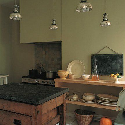 Le kaki gris-vert, superbe dans une cuisine traditionnelle