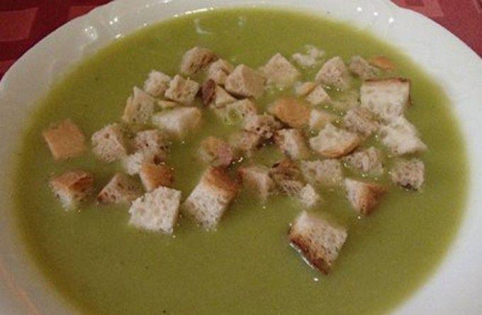 Hrachová polévka s krutony