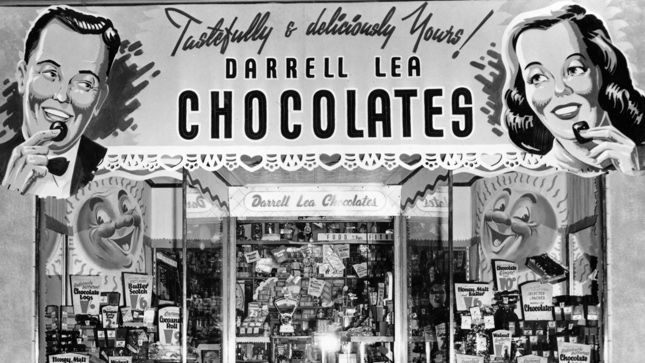 Getting Darrell Lea chocolates & lollies on the way back to the train station after a day shopping in the City