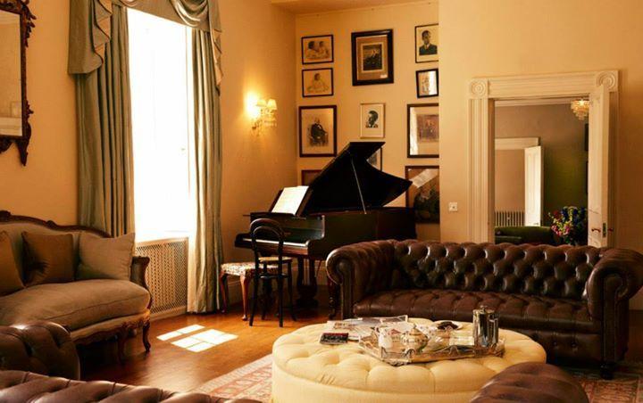 Felin Newydd House drawing room