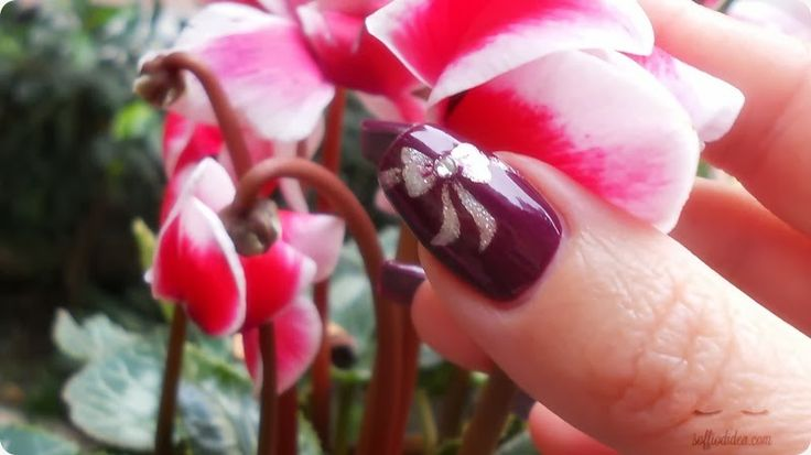 tutorial: http://www.youtube.com/watch?v=kNuQvRDxuEE  nail art