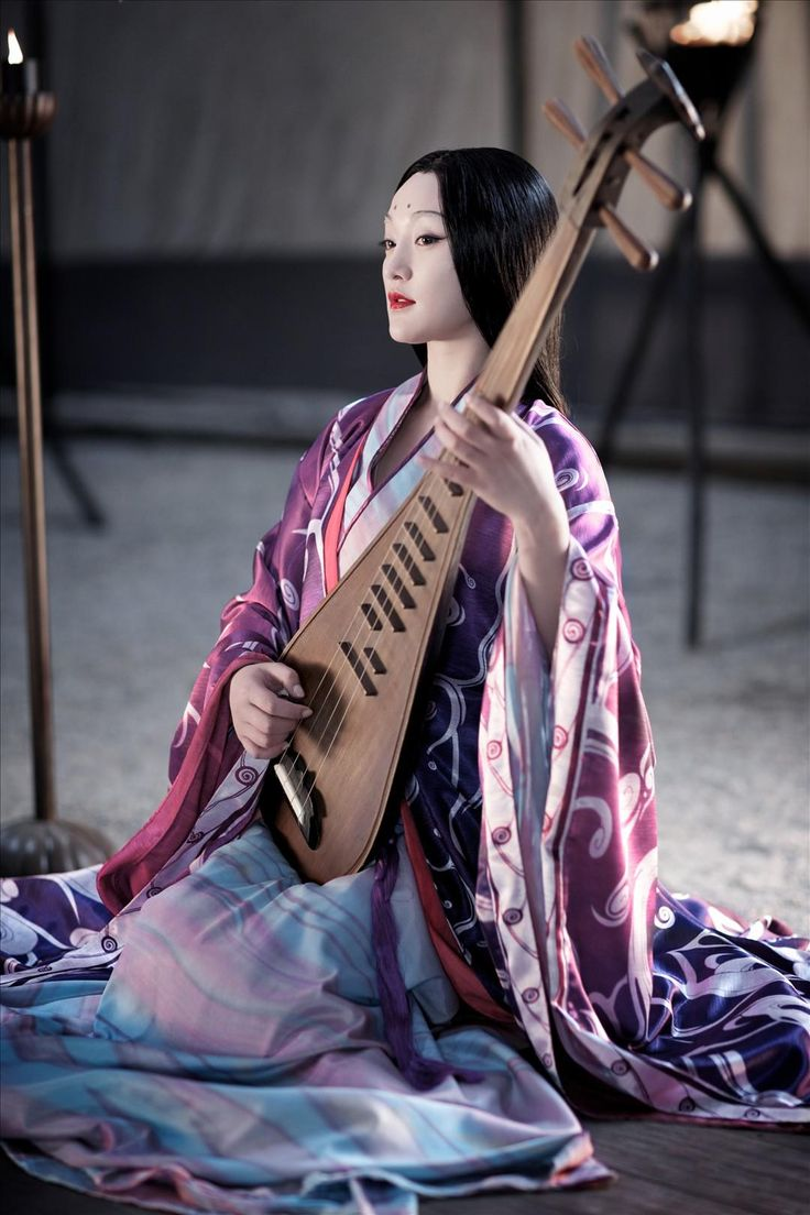Reminiscent of Yae-hime playing the biwa.
