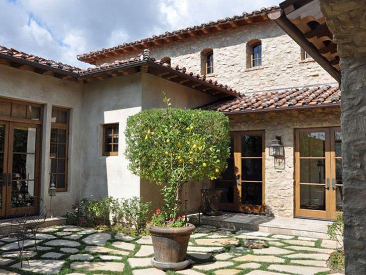 Diseno de casa rustica de piedra y puertas de for Puertas rusticas de madera