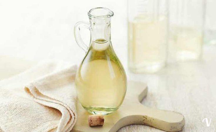 Aceto di vino bianco come ammorbidente ed anticalcare: http://tuttopercasa.pianetadonna.it/come-utilizzare-laceto-per-il-lavaggio-in-lavatrice-122451.html#steps_3