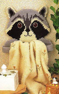 Plastic canvas needlepoint pattern - Raccoon towel holder