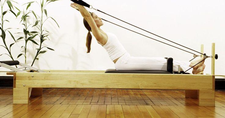 Exercícios iniciais de pilates para perder a barriga. Pilates pode ajudar a melhorar a flexibilidade, postura, força e tônus muscular. Quando praticado em conjunto com uma dieta saudável e rotina de cardio, esse exercício pode ajudar a perder gordura teimosa da barriga. Enquanto a maioria dos exercícios de Pilates incorporam músculos abdominais, alguns irão orientá-lo especificamente.