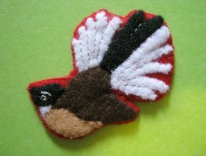 Fantail felt bird brooch
