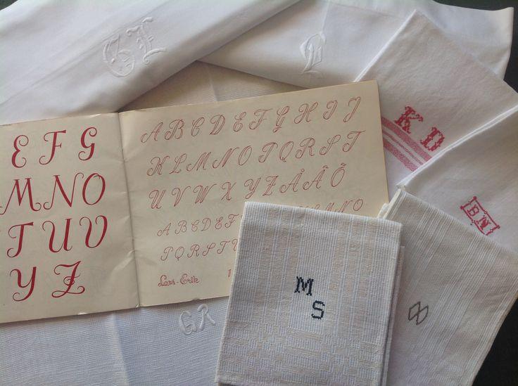 Brodera monogram med Birgitta Wesslund. Ta gärna med dina monogram och märkböcker att låta oss alla inspireras av. Ta med tyg, nål och garn att brodera med.