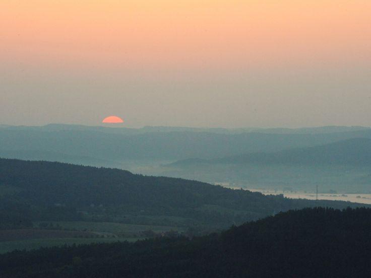 Východ slunce při nočním letu