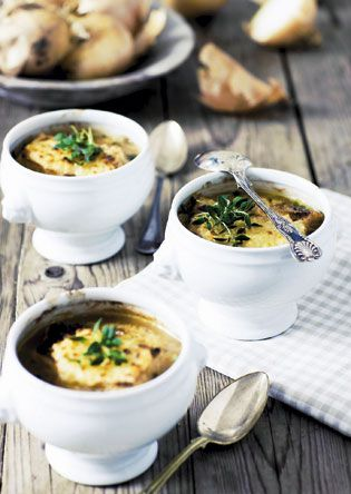 Fransk løgsuppe med hvidvin og ostebrød