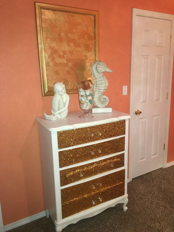 DiY glitter dresser