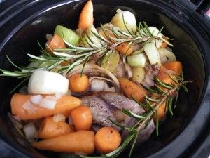 Lamb shanks with red wine and rosemary – easy slow cooker recipe