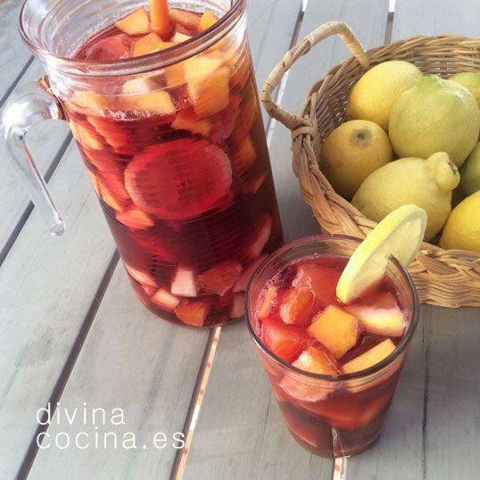 Esta receta de sangría es la que suelo preparar en verano. Puedes variar la composición de frutas a tu gusto con plátanos, manzana, piña...