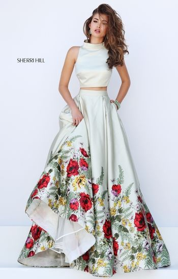 Don't usually like cutouts but this dress is stunning
