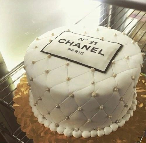 Discovered by Lola Bunny. Find images and videos about luxury, cake and chanel on We Heart It - the app to get lost in what you love.