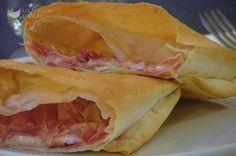Pacchetti di pasta fillo cotto e fontina