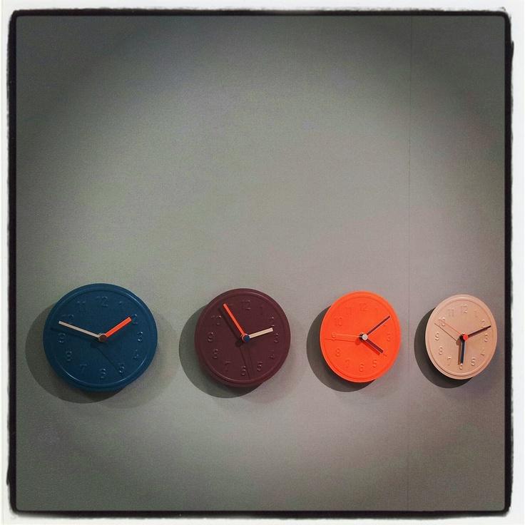 Alu Alu wall clock by Jochen Gross by Richard Lampert @IMM2013