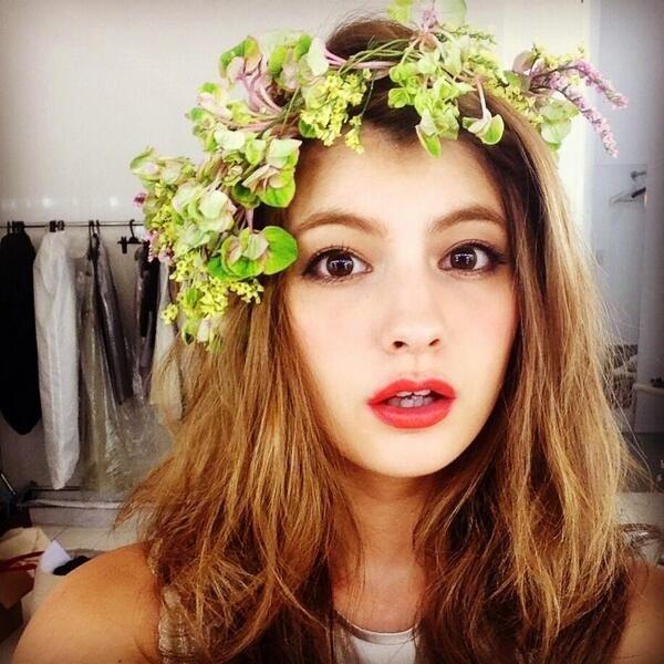 Maggy, Japanese model. Like fully mascara n red lips .