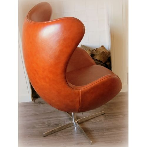 Egg chair goldfish and eggs on pinterest for Bauhaus stoel leer