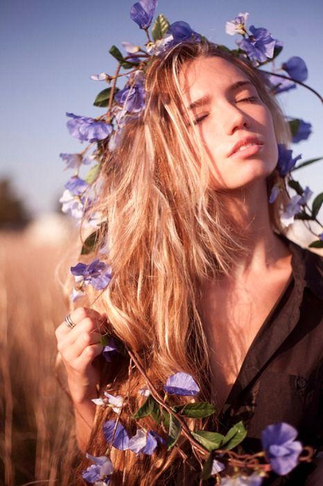 sunshine: Flowers Garlands, Photography Of Women, Flowers Children, Goddesses, Purple Flowers, Long Hair, Flowers Crowns, Flowers In Hair, Natural