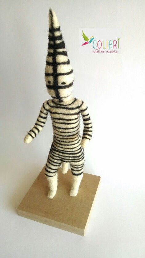 Figura Selknam de fieltro agujado 25 cms. Hecha a mano en Chile.