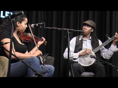 "Carolina Chocolate Drops : ""Pretty Girl With the Blue Dress On"" (FolkAlley.com) - YouTube"