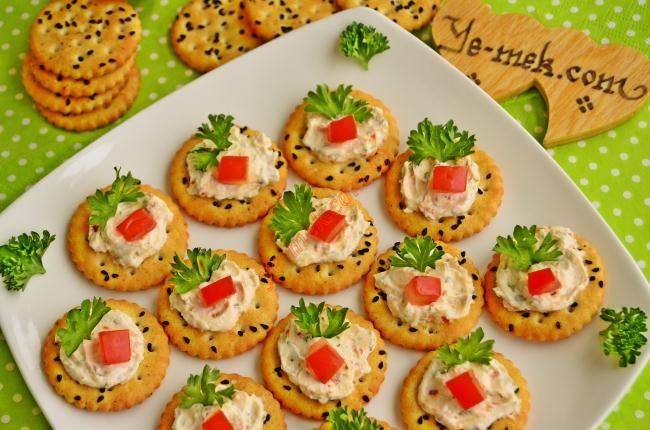 Baharatlı Peynirli Kanepeler Resimli Tarifi - Yemek Tarifleri