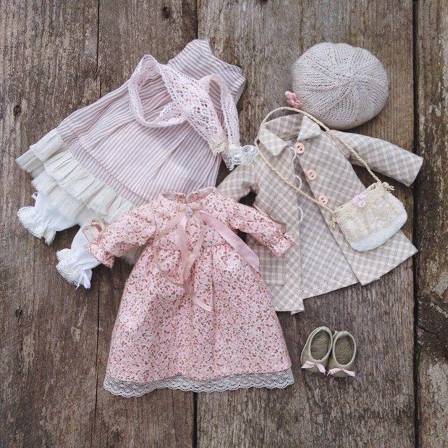 Доброе утро, друзья! У меня неделя пошива одёжек) самое любимое во всем процессе) А у вас? Куколку, которой принадлежит этот гардероб, покажу, как только она доберется до хозяйки) #моикуклы #текстиль #текстильнаякукла #авторскаякукла #малышка #одежда #бохо