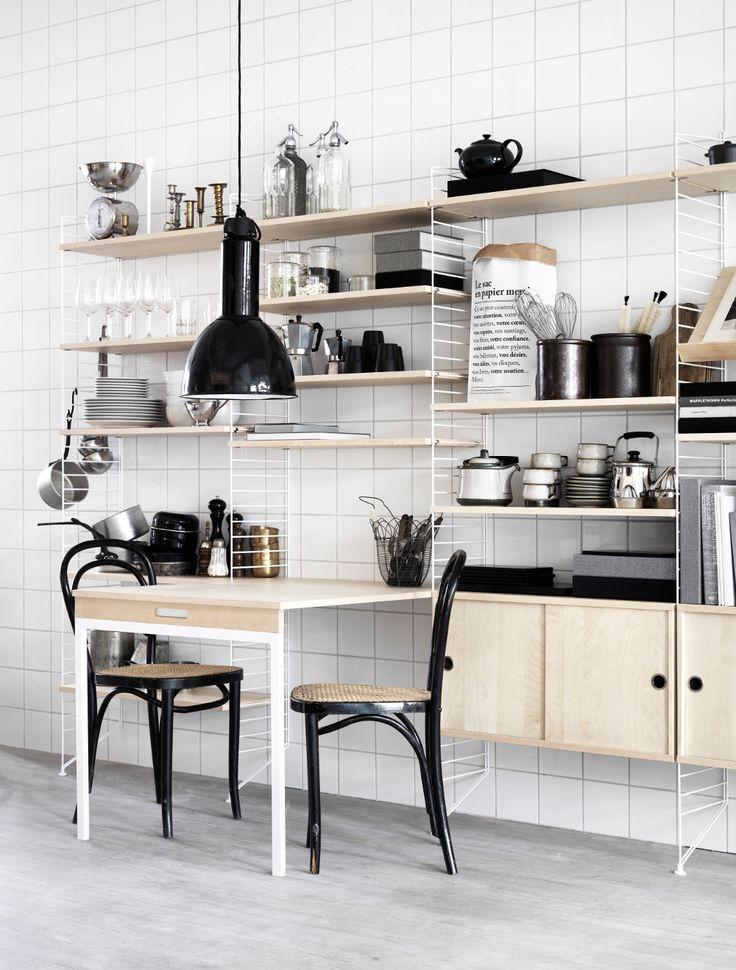 String Regalsystem mit 9 weißen Fachböden und 2 Schrankelementen - schöner wohnen küche