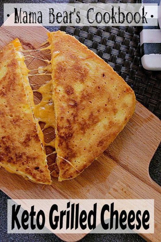 Cheesy toasty goodness!! ThisKetoGrilledCheeseis ready in 10 minutes for a quick…