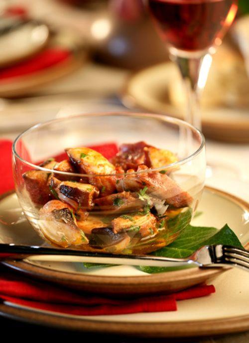 <p>Todas las cocinas de los litorales mediterráneo y cantábrico: la catalana, valenciana y andaluza; la asturiana, gallega y vasca, se caracterizan por el uso magistral de los pescados y mariscos que crecen en sus costas.</p>
