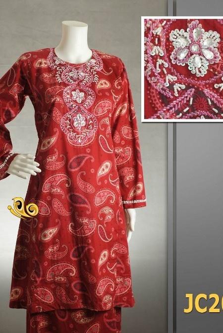 Baju Kurung Manik Pahang / Pesak Gantung Bermanik dari Vendor Glory Collection  Material – Cotton berkualiti dari Vietnam yang selesa di pakai.  Corak dan design manik adalah sama tetapi warna manik mungkin terdapat perbezaan.  PERCUMA Penghantaran via Pos Laju