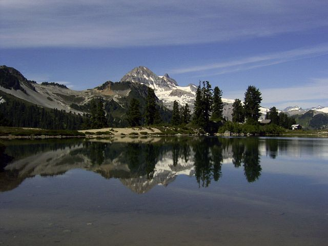 Elfin Lakes (Intermediate). Time: 6 hr. Distance: 22 km. Elevation Gain: 600 m.