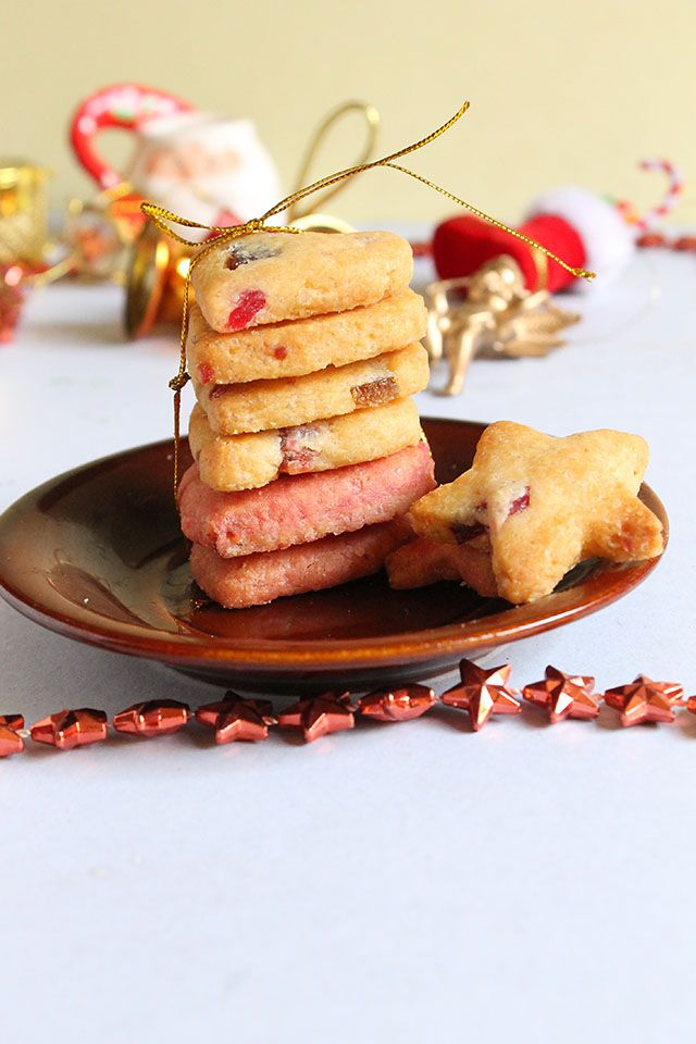 Make your life a little more colorful with these cute tutti fruity cookies!  http://www.flavorsofmumbai.com/tutti-frutti-cookies/  #cookies #eggless #christmas2017