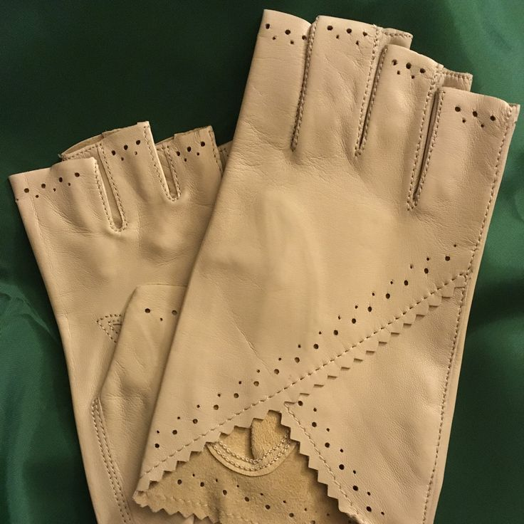 The beloved Lory gloves in sapphire silk