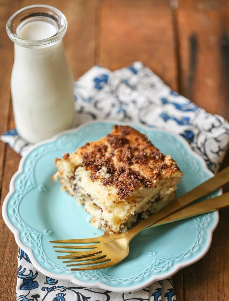Sour Bcoffee Cake This Moist Flavorful Sour Cream Coffee Cake With A Crumbly Streusel Topping Yummy Food Dessert Sour Cream Coffee Cake Dessert Recipes Easy