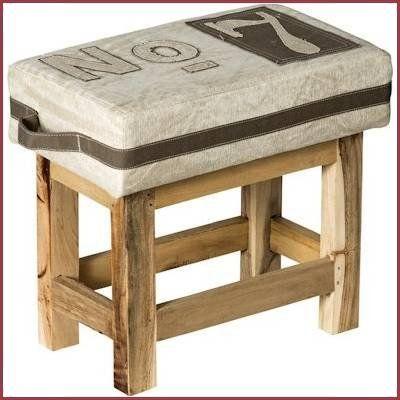 Room Seven krukje Vintage No.7 Deze stoere kruk is een ware eyecatcher voor de kinder- of woonkamer. Voorzien van massief houten pootjes met een robuuste canvas/jute zitting met handvaten om het krukje makkelijk te verplaatsen. Perfect als klein bijzet stoeltje of als voeteneind voor een kinderbed. Afmeting: 40 x 43 x 23 cm