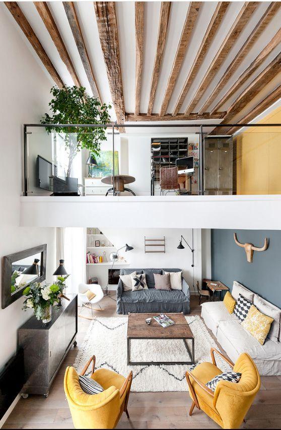 Двухэтажный дом в скандинавском стиле: гостиная и кабинет