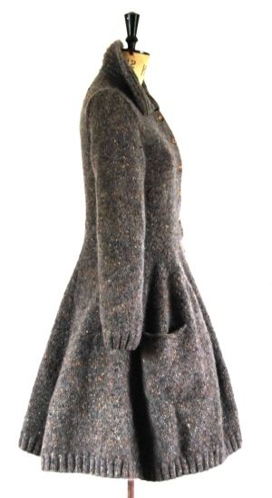 From a classic 1930's riding coat. The shaping inspires me.  I love the shape of this - need to find a pattern for it.  Originally pinned by Hannah Haworth on knit, knit, knit.