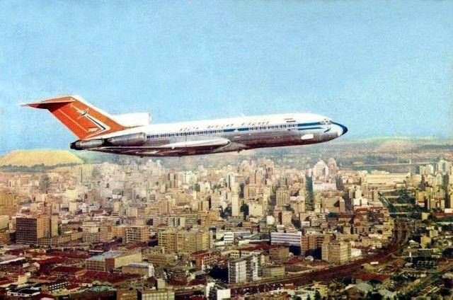 SAA Boeing 727 flies over Johannesburg