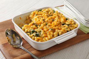 Macaroni et fromage aux légumes-feuilles au four