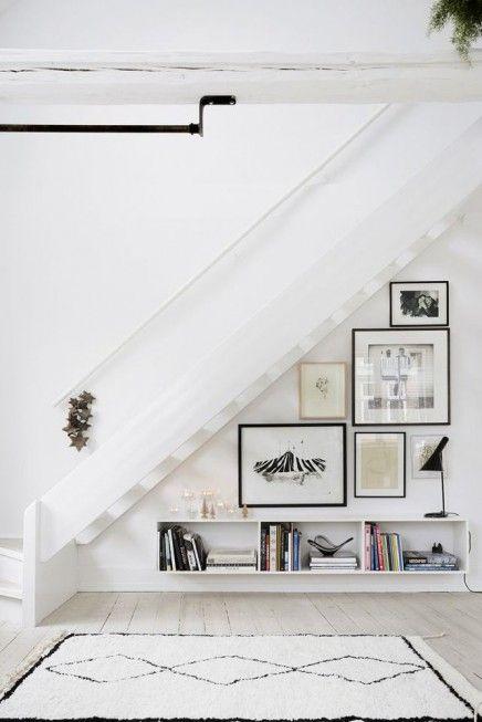 Fotolijstjes onder de trap