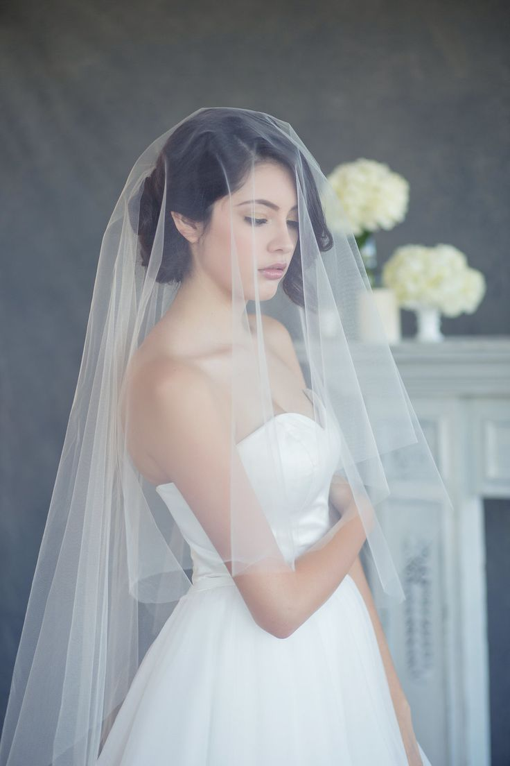 Gliding Veil is a one drop veil attached to a wired comb with elbow length  blusher turned into two layer veil and a floor length veil in the back.We  love customizing veils to fit perfectly for each bride. We have several  different styles and options that include double layer veils, different  length veils, different embellishments from pearls, crystals, lace trim,  and more. Our standard color is in off white, please specify the shade you  would want your veil.  100% Handmade  If you ...