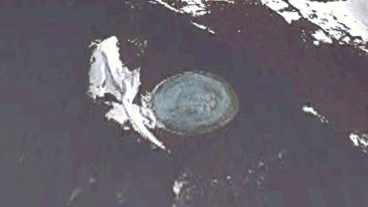 南極の水中に潜む巨大UFO? グーグルアースで発見! 移動していることも判明!
