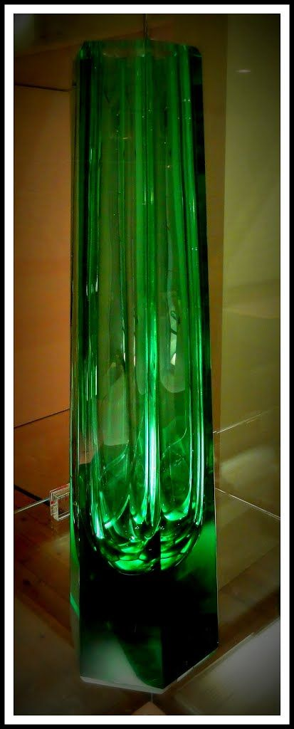 Green Vase, design Frank Lloyd Wright, Museum of Glass, Leerdam.