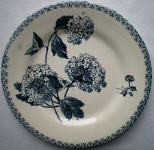Assiette Art Nouveau Terre de Fer: Boule de Neige en gris-bleu, signée GIEN